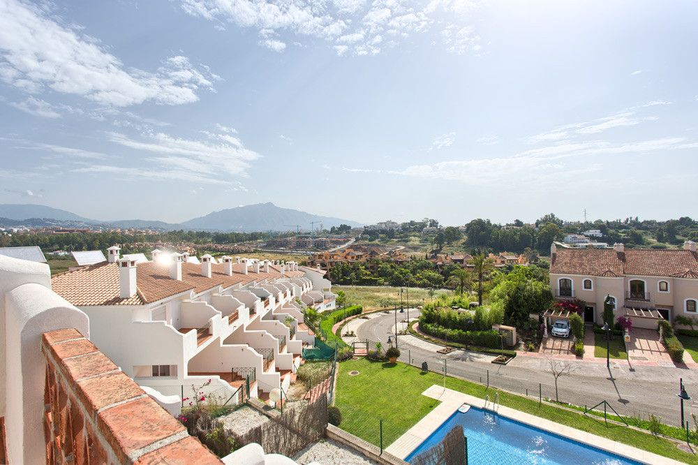 High Quality Townhouses in El Paraiso, Estepona